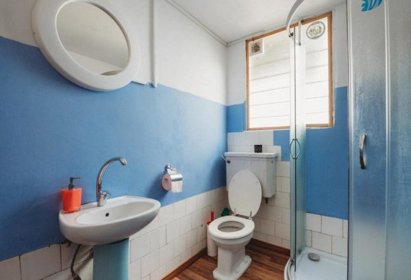 青いトイレ