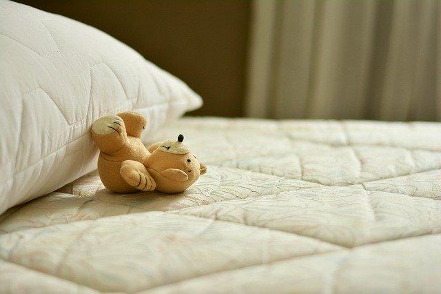 ベッドとくま