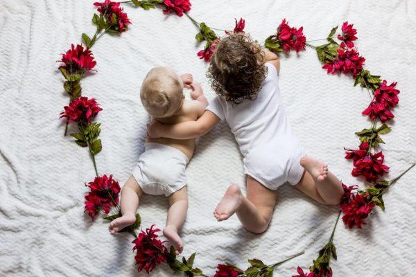 大きい赤ちゃんと小さい赤ちゃん